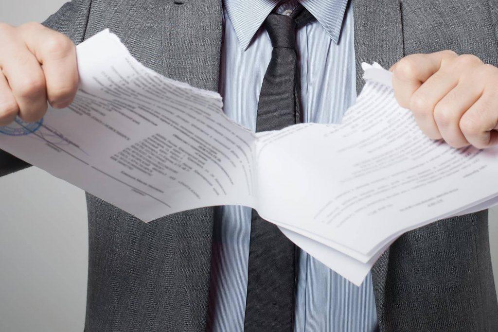 порвать документы